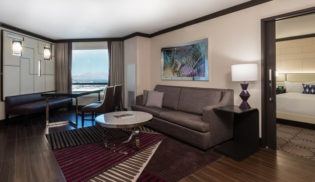 Harrahs Las Vegas $99 Executive Suite